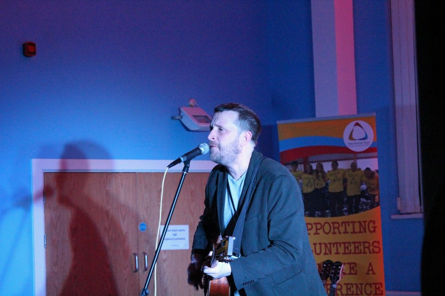 Barry Hyde Performing at NMNH gig